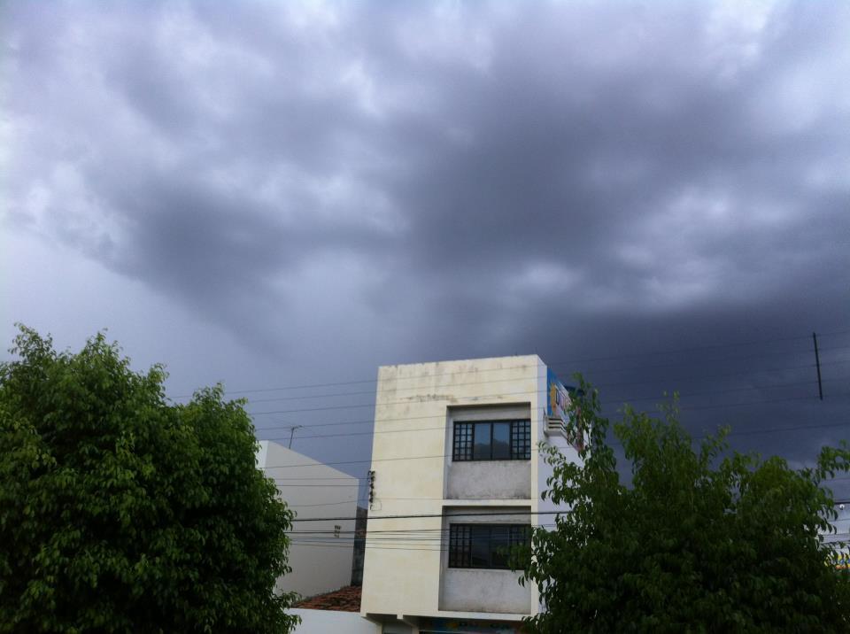 Tempo nublado em Afogados da Ingazeira.