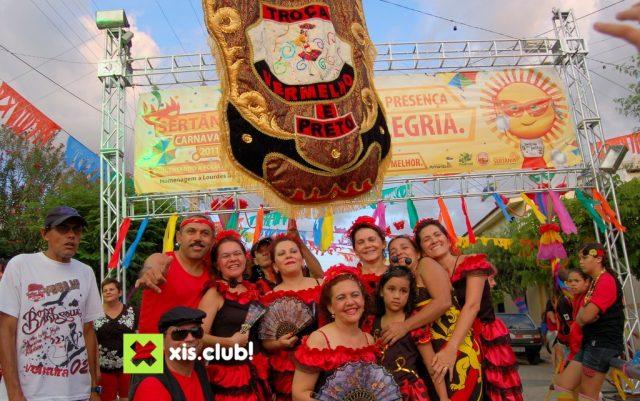 Carnaval de Sertânia: Vermelho e Preto